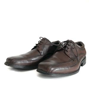 Dockers 10 wide brown leather dress shoes.